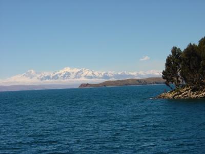 Traumhafter Titicaca-See  In der Öko-Lodge La Estancia übernachten  Hauser Bolivien- Gäste auf ihrer Rundreise. Foto:  Dieter Schütz  / pixelio.de